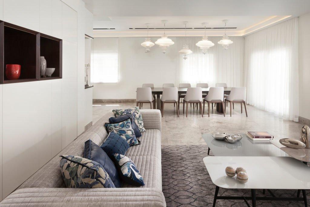 וילונות בדירה ירושלמית